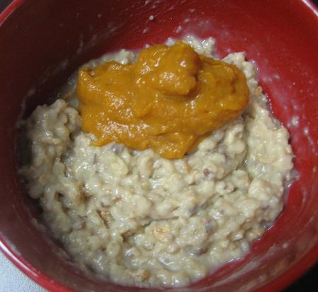 Vanilla Oats Topped with Pumpkin